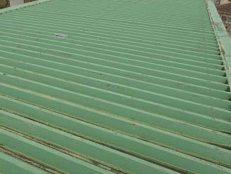 緑色の折板屋根