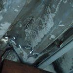 屋根に小さな穴が開いています