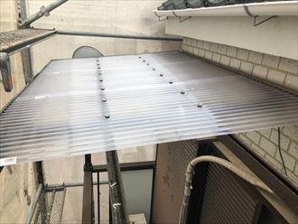 足立区保木間でベランダとカーポートの2箇所の屋根をポリカ製波板で交換工事を行いました