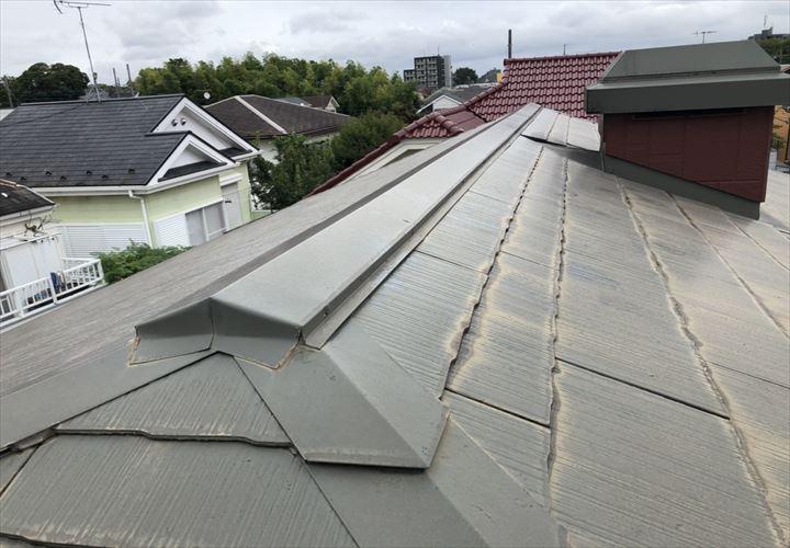 練馬区高松で棟板金の釘浮きを指摘された屋根を調査しました