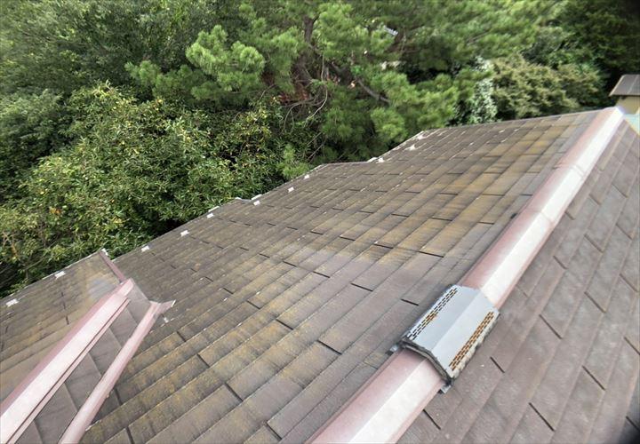 稲城市東長沼で調査した屋根はグリシェイドNEOの屋根でした