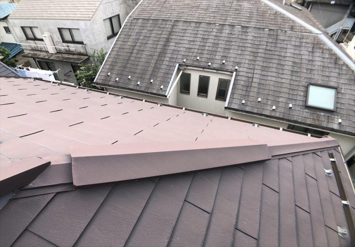 杉並区荻窪でガルバリウムの屋根を点検しました
