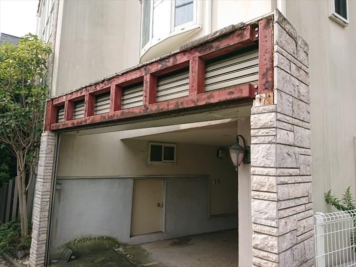 シャッターボックスの外側の外壁が剥がれました
