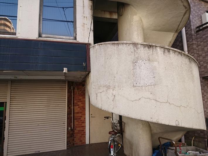 塗装検討中の外階段