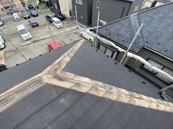 足立区西新井で昨年の令和元年東日本台風で被害を受けた棟板金の交換工事を行いました