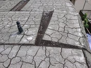 杉並区阿佐谷北で鉄筋コンクリート造の屋根はボロボロに劣化したアスファルト防水でした