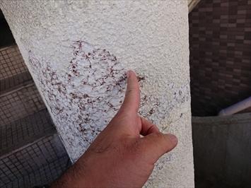 塗膜の浮きは除去してから塗装します