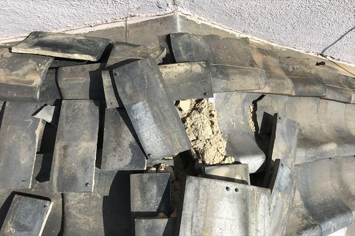 棟瓦が損壊