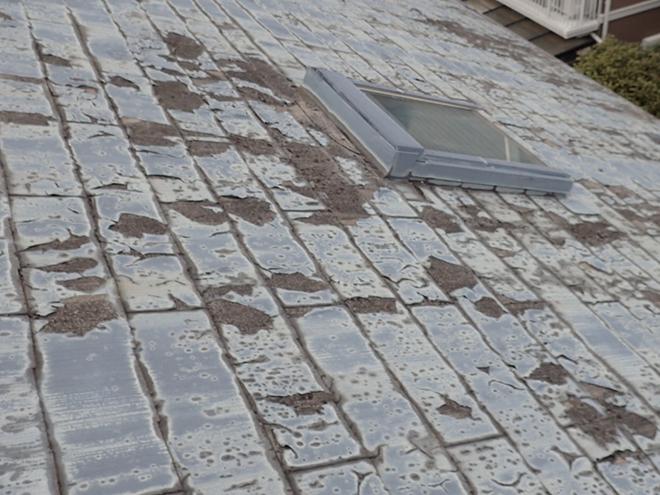 屋根の塗装がボロボロ