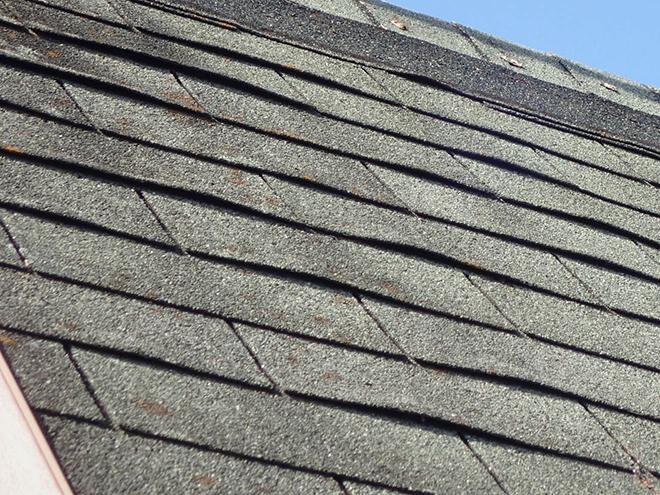 屋根材はアスファルトシングル