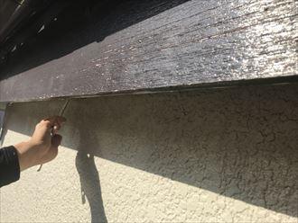 軒天取り付け後の塗装仕上げ