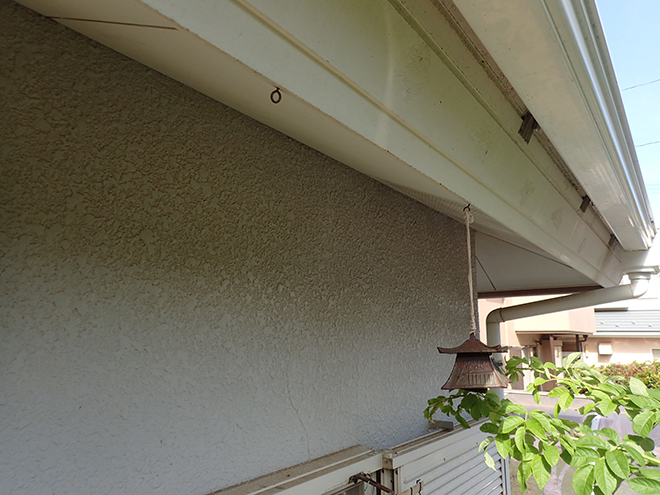 屋根と外壁の塗装は同時がお得!ひび割れやチョーキングをチェックします│港区南麻布