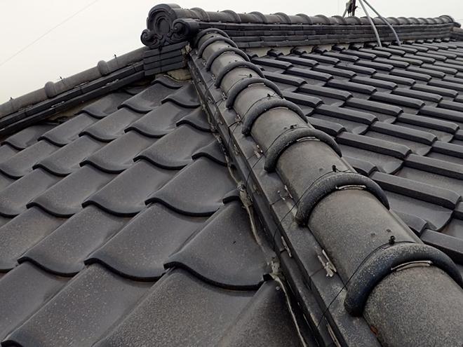 品川区大井で割れた瓦の屋根点検。漆喰、棟など瓦屋根のチェックポイント