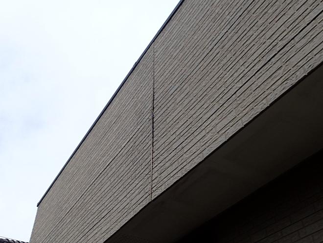 港区麻布台で外壁サイディングの反りや目地の劣化を確認!外壁からの雨漏りにも注意