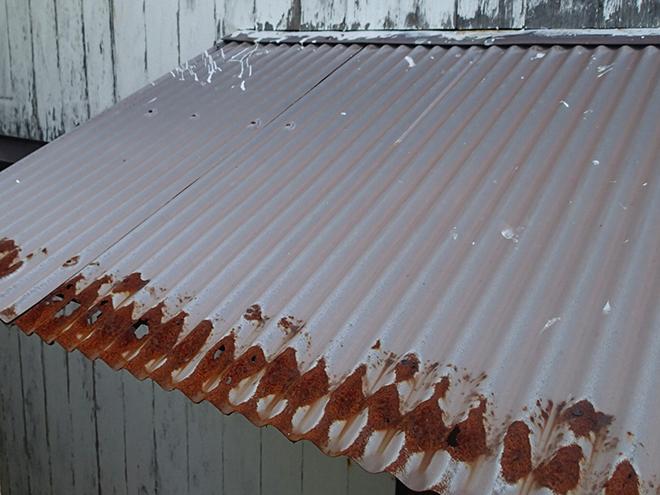 大田区北千束、古い庇や錆びた水切り板金は雨漏り原因になります