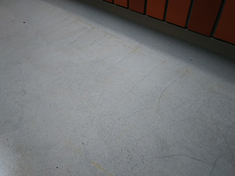 バルコニー床の点検