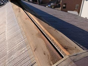 八王子市四谷町で棟板金交換を検討中のスレート葺き屋根の調査