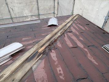 足立区入谷で軽量鉄骨造のパミール屋根を縦葺き屋根材スタンビーで屋根カバー工事を行います