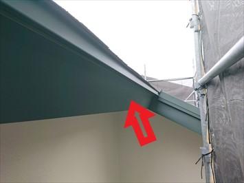雨樋を吊る前に破風板金巻き工事をおこないました