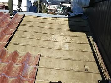 劣化した瓦屋根の下地