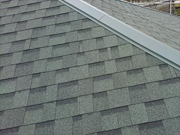 アスファルトシングルの屋根です