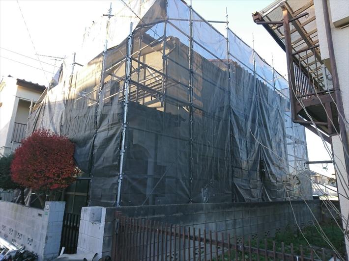 練馬区大泉町にて瓦屋根からアスファルトシングルへの葺き替え工事が始まりました