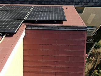 大田区久が原でスレート屋根の点検、過去に塗装した塗膜の劣化と棟板金の破損がありました
