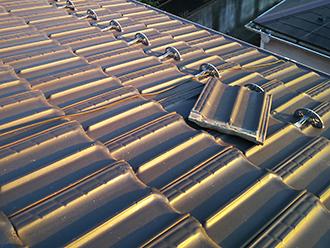 品川区上大崎で飛散した平板瓦屋根には漆喰の劣化や釘の緩みが見られました