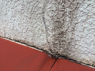 外壁と庇の継ぎ目から雨漏り