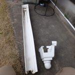 破損している集水機と軒樋