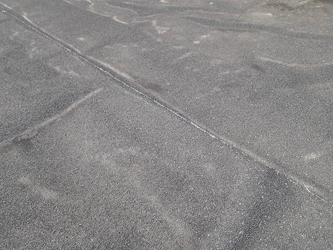 品川区大井で玄関庇に雨染み発生、シート防水の浮きや継ぎ目の劣化が原因でした