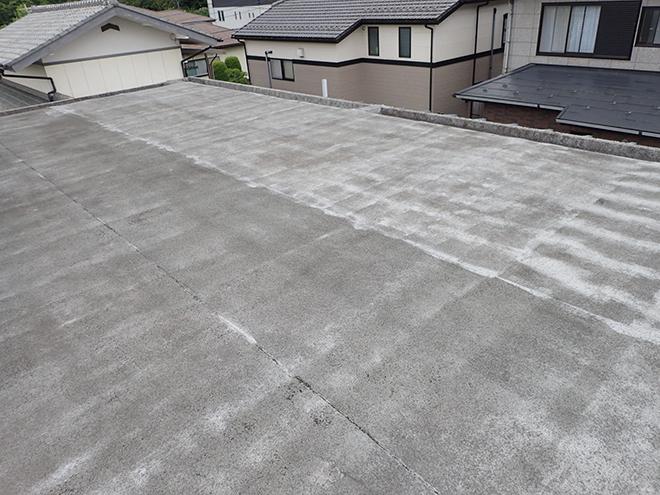品川区南大井、築40年の陸屋根は機械的固定工法で防水工事を行います