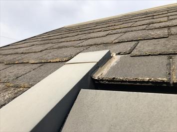 塗装が剥がれた屋根材