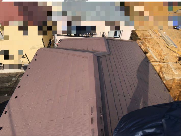 稲城市平尾で調査した屋根はフルベスト20という屋根材が使われていました