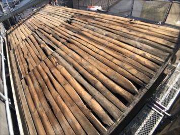 練馬区大泉学園町で葺き替え中の屋根の野地はバラ板が使われていました