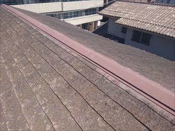 劣化したニューコロニアルの屋根