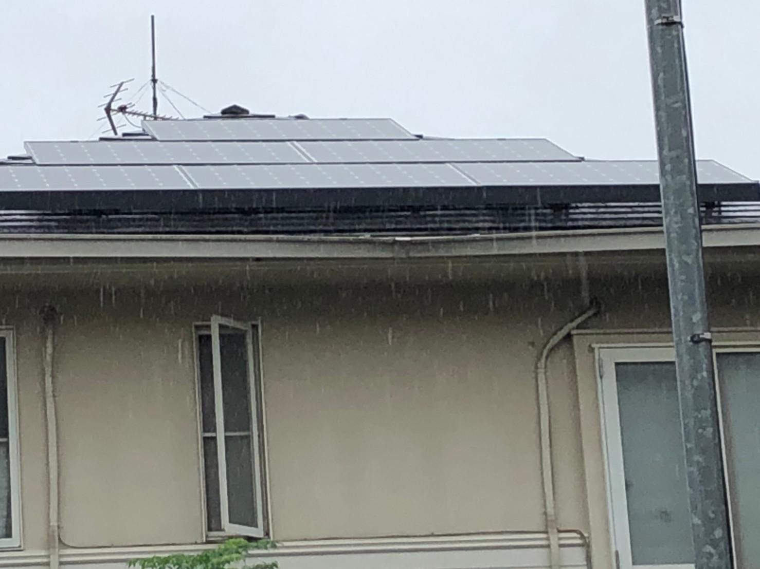 歪んだ雨樋