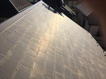塗膜が劣化した屋根材は滑りやすく危険です。