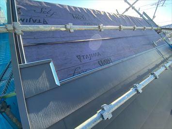 葛飾区立石でスーパーガルテクトシェイドチャコールで屋根カバー工事を行っています