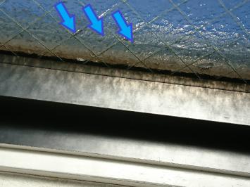 上から水をかけてサッシ周りからの漏れを確認しました