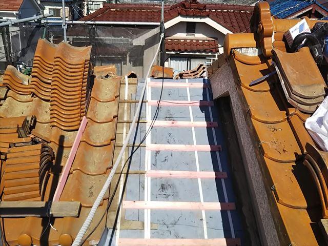 防水紙を張り直した屋根