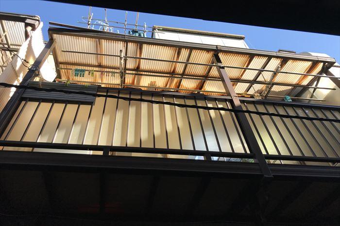 ベランダの波板屋根の劣化