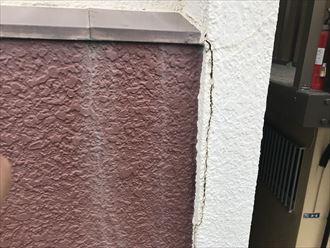 外壁にもひび割れ