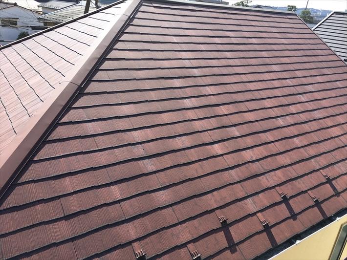 多摩市諏訪にて塗装の剥がれてきた屋根の点検を行いました、屋根のこまめなメンテナンスは重要です