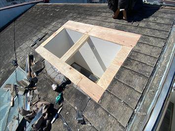 板橋区大山金井町で屋根工事に合わせて天窓をベルックス製に交換工事いたしました