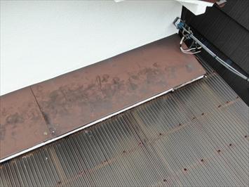 中野区本町にて庇の点検、古くなった庇は葺き替えやカバー工事で綺麗になります