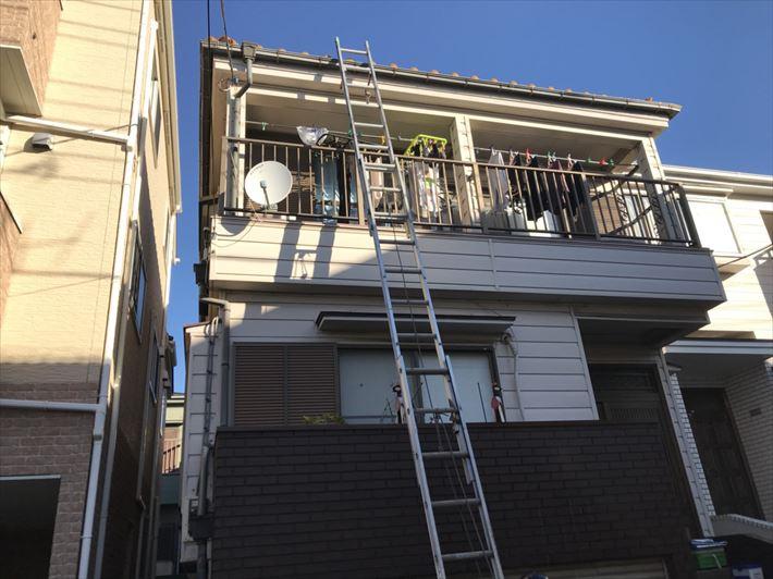 屋根に登る