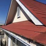 赤い屋根の家の写真