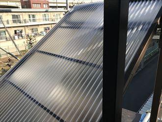 階段ポリカ屋根の交換