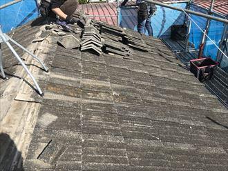 屋根上で瓦をステージ迄まで運搬